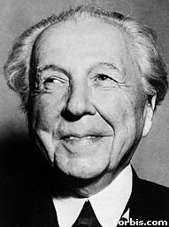 frank lloyd wright essay questions In the cause of architecture, frank lloyd wright has 7 ratings and 0 reviews: published december 1st 1987 by mcgraw-hill companies, 246 pages, paperback.